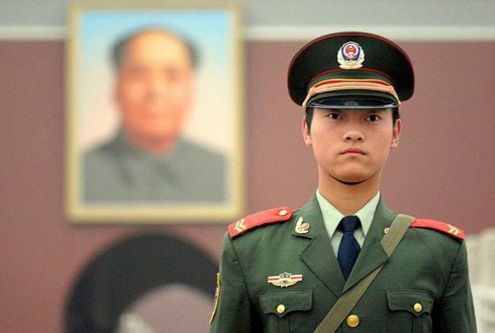 Chiński funkcjonariusz