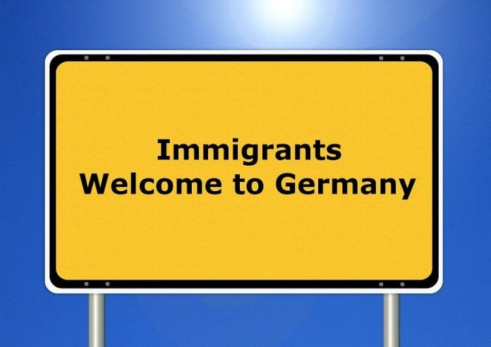 Tabliczka: immigrants Welcome to Germany