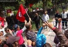 Manifestanci w Tunezji