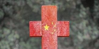 Czerwony krzyż z komunistycznymi gwiazdkami chińskimi