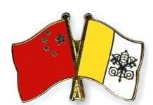 Przypinka: Flagi Chin i Watykanu