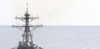 Śmigłowiec i okręt wojenny
